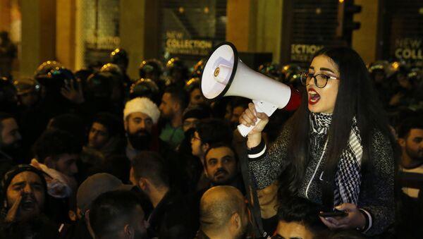 Účastnice protivládní protestní akce v Bejrútu - Sputnik Česká republika