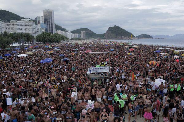 Žhavé tance a potyčky s policii. V Brazílii byla zahájena karnevalová sezóna - Sputnik Česká republika