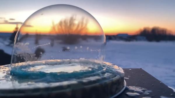 Kanaďan natočil na video neobyčejný jev, který vzniká pouze při mrazu - Sputnik Česká republika