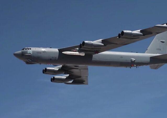 B-52 Stratofortress se střelou AGM-183A