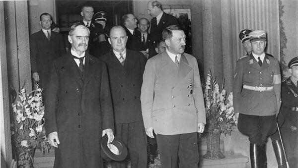 Britský premiér Neville Chamberlain a Adolf Hitler během setkání v Bad Godesbergu 23. září 1938 - Sputnik Česká republika