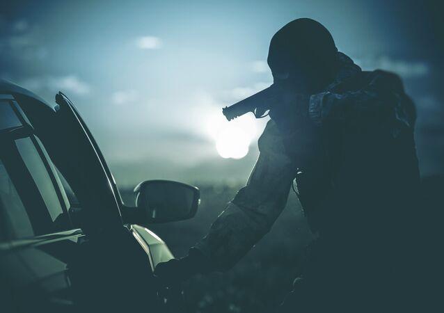 Ozbrojený útok na auto. Illustrační foto