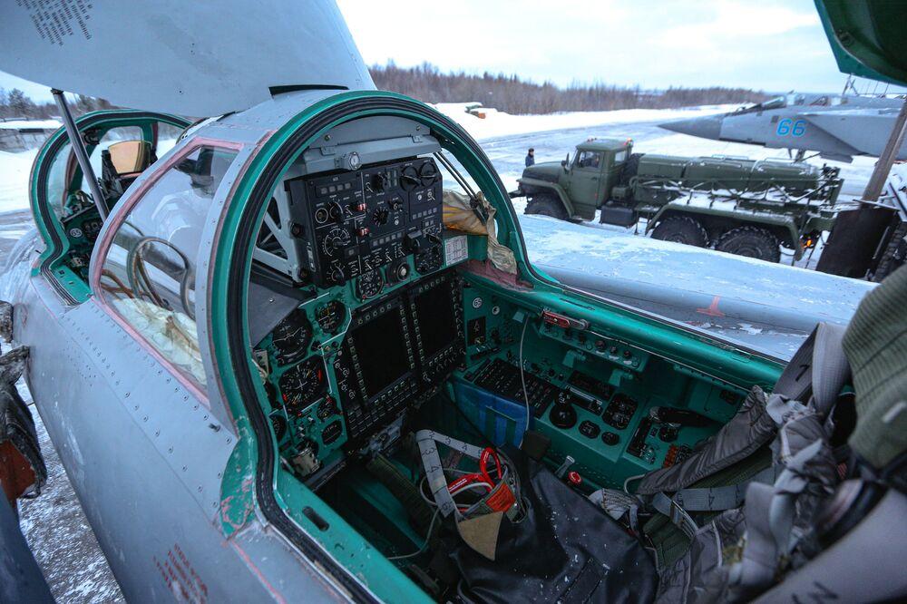 50 let ve vzduchu. Výcvikové lety ruských bojových letounů Su-24 a MiG-31