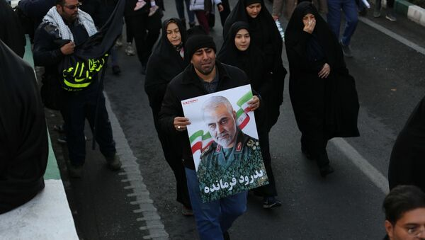 Pohřební průvod v Teheránu u příležitosti rozloučení se s generálem Sulejmáním a dalšími oběťmi amerického útoku v Iráku - Sputnik Česká republika