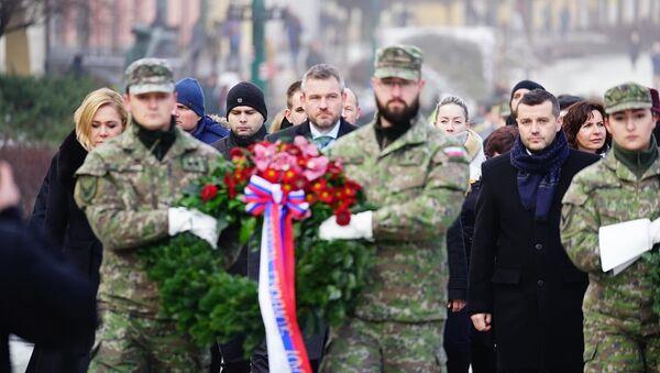 Peter Pellegrini během uložení věnců u příležitosti 75. výročí osvobození Prešova od fašismu - Sputnik Česká republika