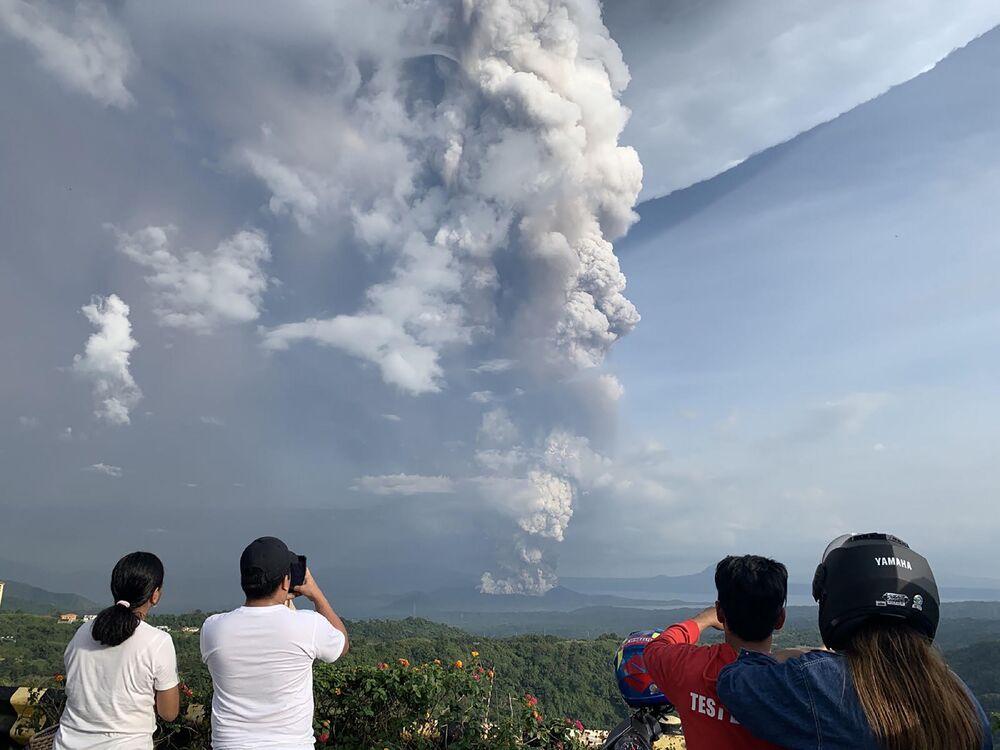 Erupce sopky Taal na Filipínách