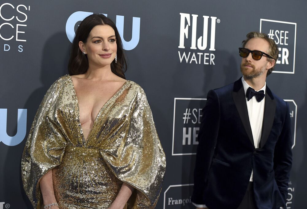 Herečka Anne Hathaway a Adam Shulman na Critics' Choice Awards