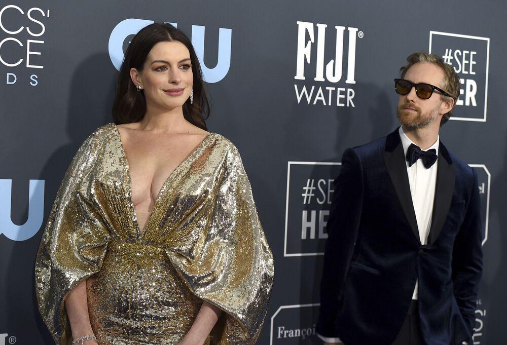 Herečka Anne Hathaway a Adam Shulman na Critics' Choice Awards