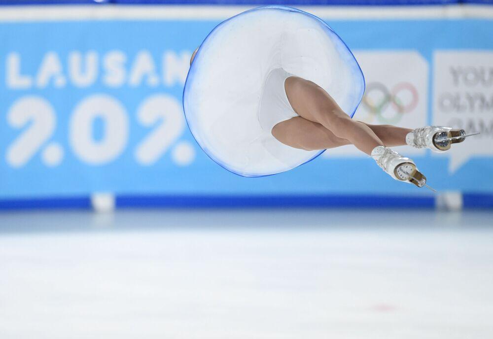 Apollinariia Panfilovová ve volné jízdě párového bruslení mezi juniory na zimní juniorské olympiádě 2020
