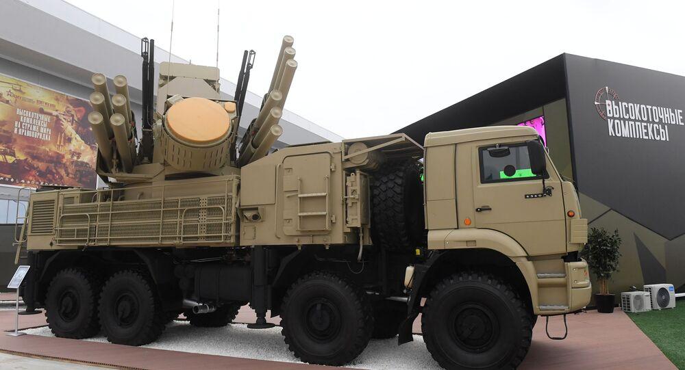 Ruský hybridní samohybný protiletadlový systém krátkého a středního dosahu Pancir-S1