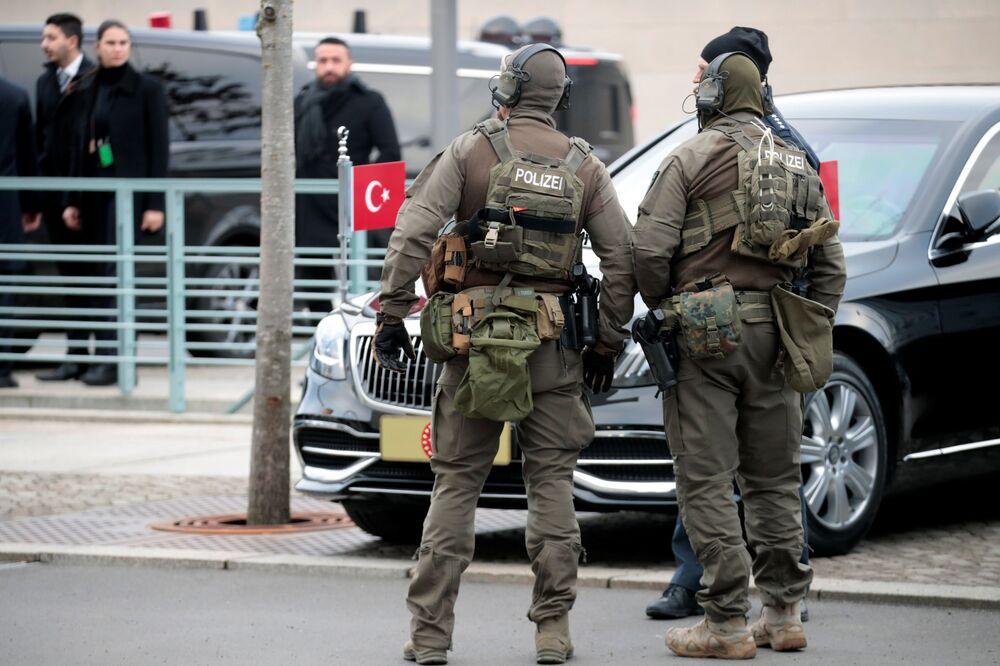 Německá policie během konference v Berlíně