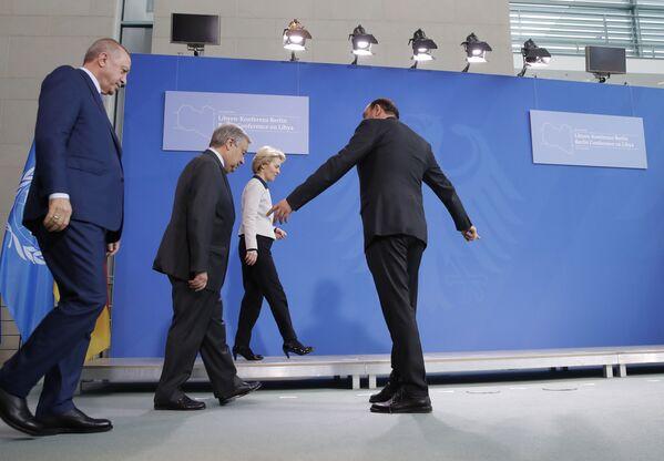 Recep Tayyip Erdogan, António Guterres a Ursula von der Leyenová na mezinárodní konferenci v Berlíně - Sputnik Česká republika