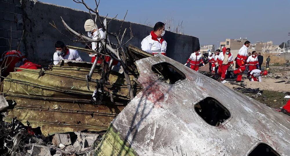 Na místě zřícení ukrajinského Boeingu 737-800 nedaleko letiště Teherán-Mehrabád