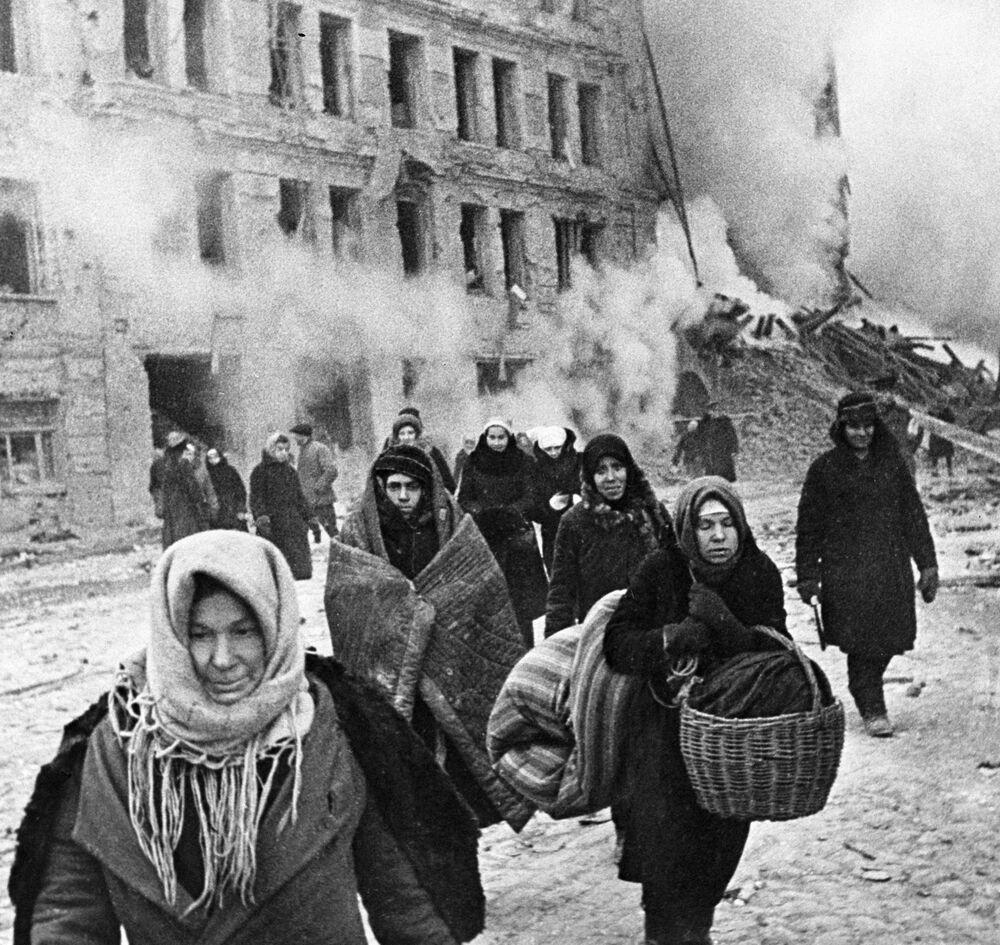 Obyvatelé Leningradu během obléhání. Dne 9. prosince 1942.
