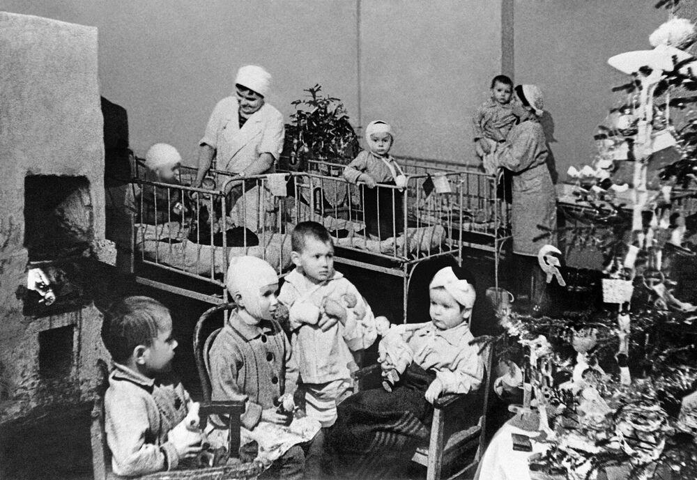 Děti v leningradské nemocnici.