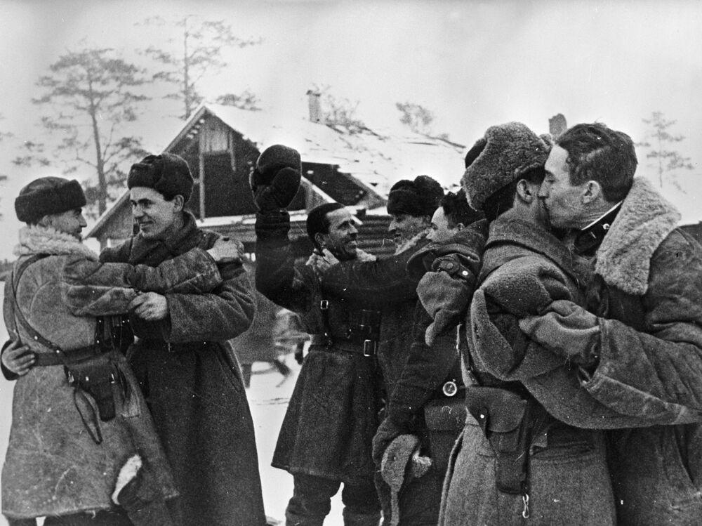 Setkání vojáků Leningradské a Volchovské fronty.