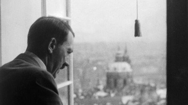 Adolf Hitler shlíží z oken Pražského hradu na Prahu - Sputnik Česká republika