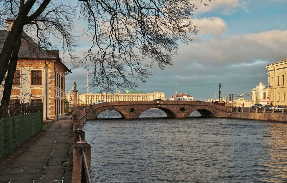 Pohled na Pračečný most vedoucí přes řeku Fontanku