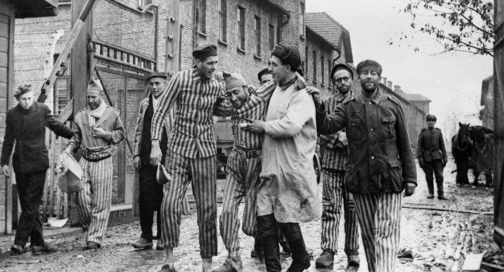 Osvobození vězňů nacistického německého koncentračního tábora Auschwitz-Birkenau sovětskými jednotkami - Osvětim, Polsko