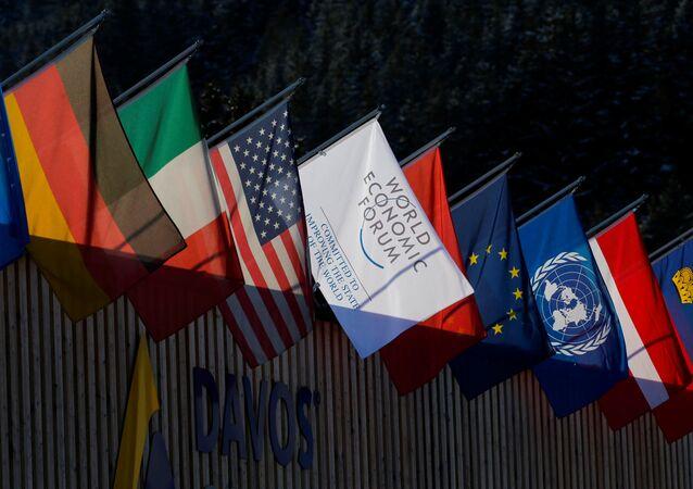 Státní vlajky na foru v Davosu