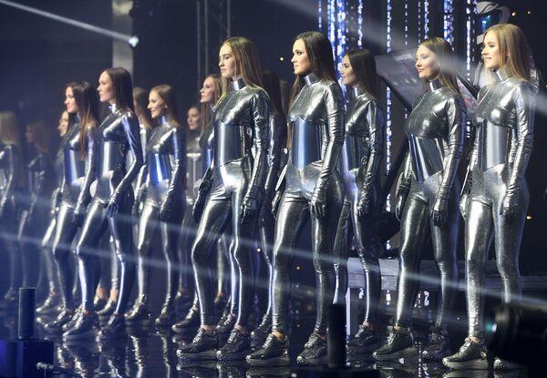 Po několika vystoupeních a tvůrčích představeních porota jmenovala 10 superfinalistek. - Sputnik Česká republika