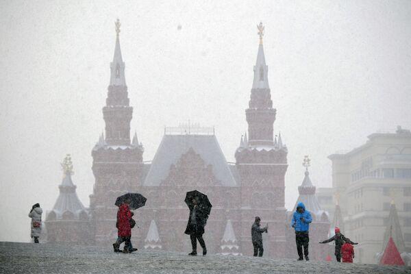 Turisté na Rudém náměstí v Moskvě - Sputnik Česká republika