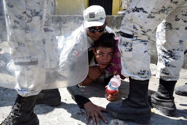 Zadržení migranta poblíž hranice mezi Guatemalou a Mexikem - Sputnik Česká republika
