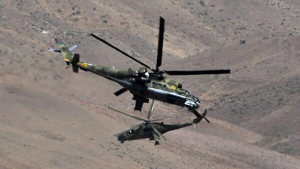 Vrtulníky Mi-24 během cvičení Centr 2019 v Tadžikistánu - Sputnik Česká republika