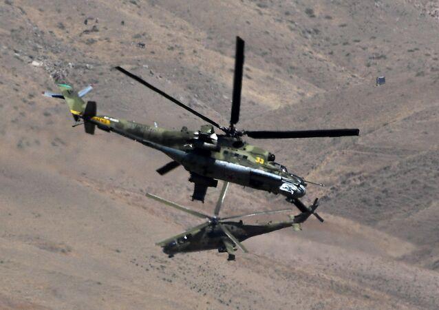 Vrtulníky Mi-24 během cvičení Centr 2019 v Tadžikistánu