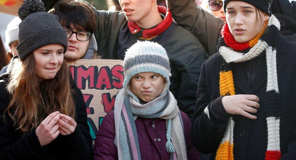 Švédská aktivistka pro změnu klimatu Greta Thunbergová se účastní protestu na 50. výročním zasedání Světového ekonomického fóra (WEF) v Davosu