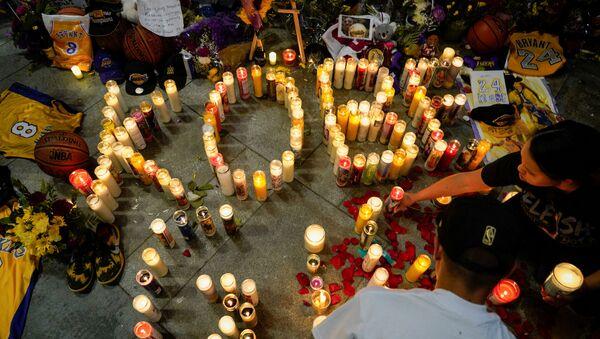 Lidé v Los Angeles truchlí nad smrtí basketbalisty Kobeho Bryanta - Sputnik Česká republika