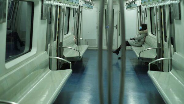Dívka v pekingském metru - Sputnik Česká republika
