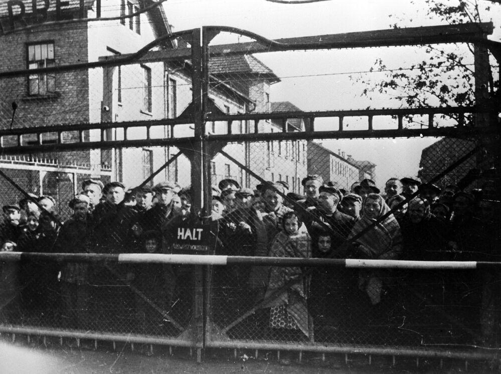 Osvětimští vězni před osvobozením tábora sovětskou armádou