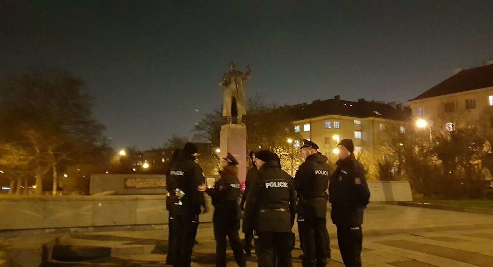 Pomník Koněva. Policie