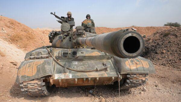 Posádka tanku T-72 10. divize 2. sboru syrské arabské armády poblíž města Katana v Sýrii - Sputnik Česká republika