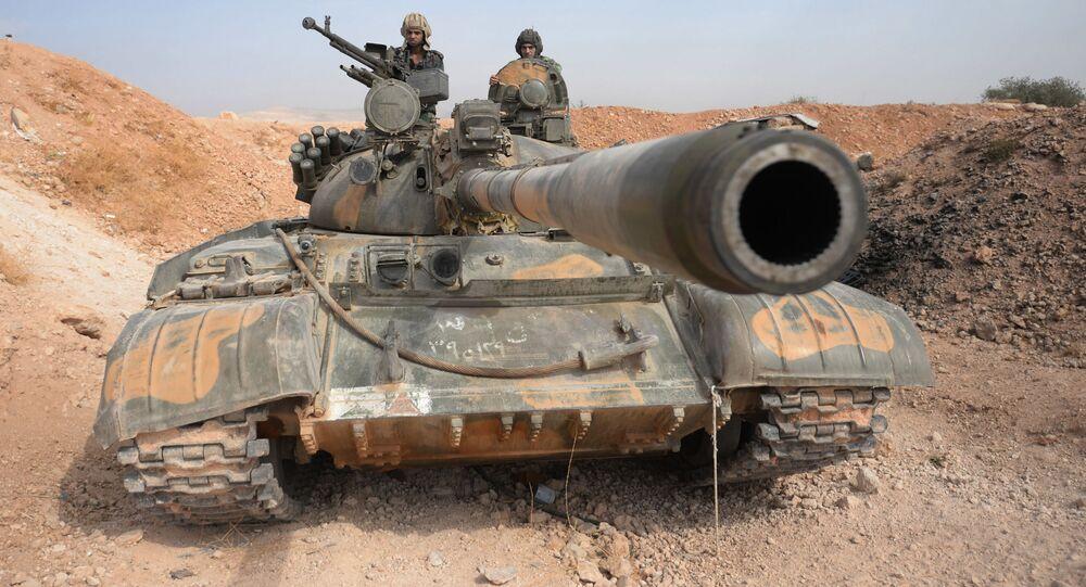 Posádka tanku T-72 10. divize 2. sboru syrské arabské armády poblíž města Katana v Sýrii