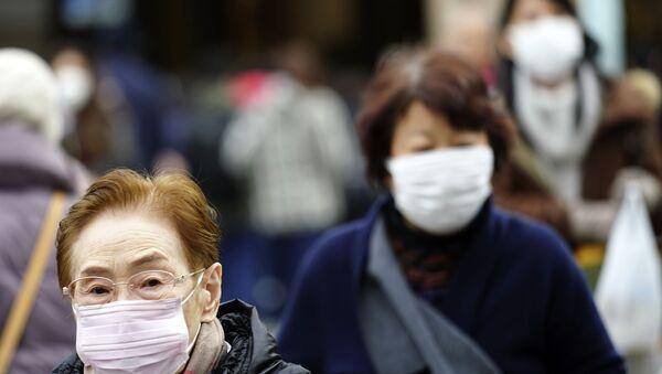 Strach z koronaviru: Číňané nosí ochranné masky kvůli riziku infekce - Sputnik Česká republika