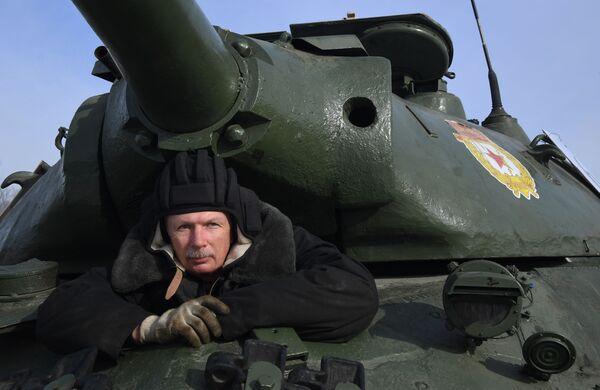 Tankista čeká na rozkaz - Sputnik Česká republika