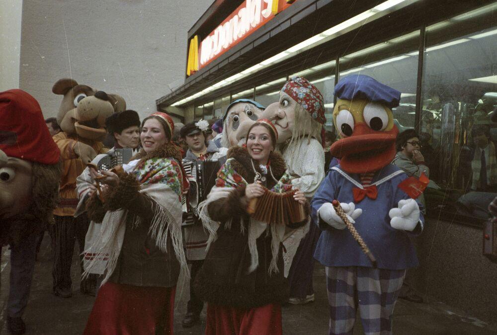 Slavnostní otevření restaurace McDonald's.