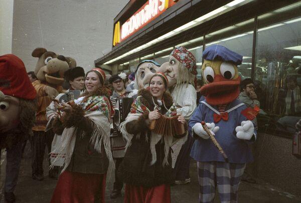 Slavnostní otevření restaurace McDonald's. - Sputnik Česká republika