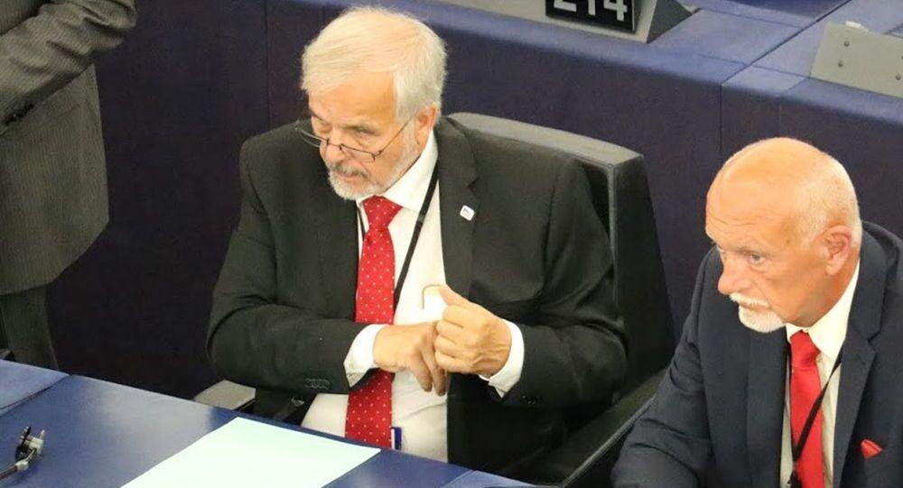 Europoslanci Ivan David a Hynek Blaško (ze strany SPD) na zasedání v Bruselu