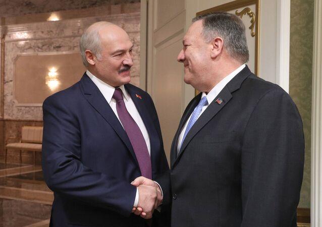 Alexander Lukašenko a Mike Pompeo