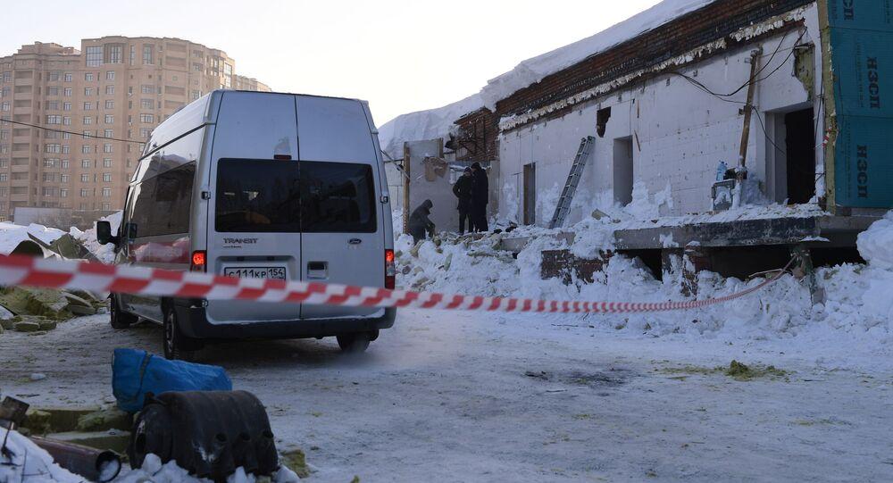 V Novosibirsku se u přístavby kavárny zřítila střecha