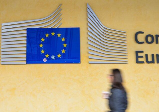 Logo EU v sídle Evropského parlamentu v Bruselu