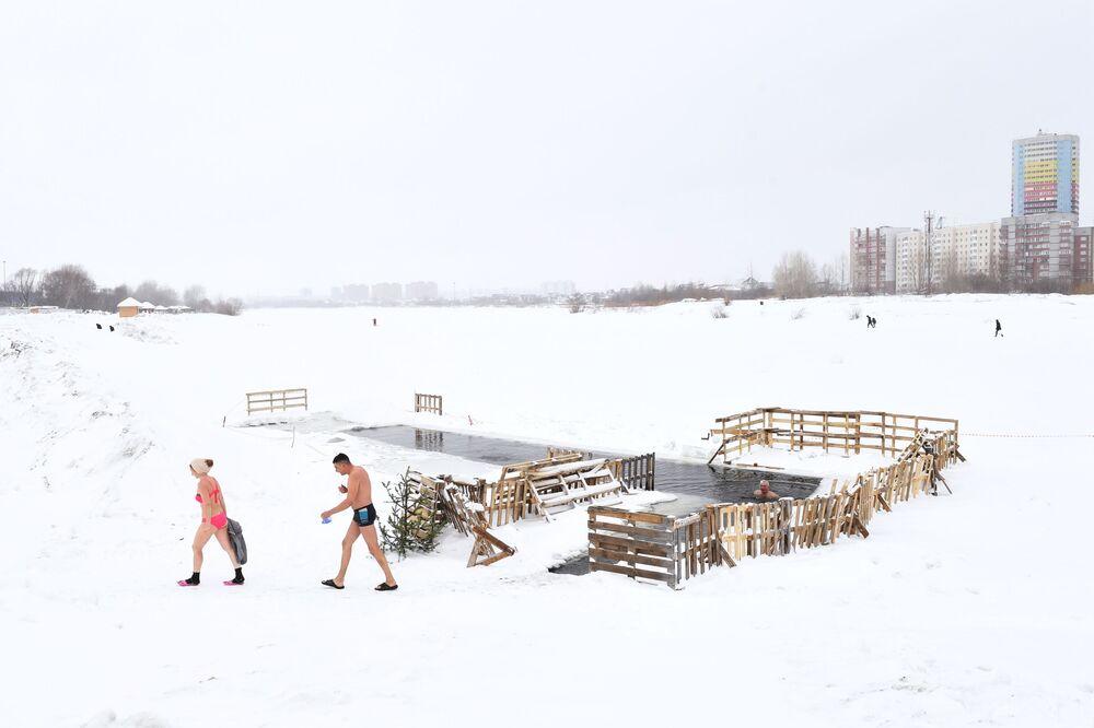 Členové klubu kalení v Novosibirsku