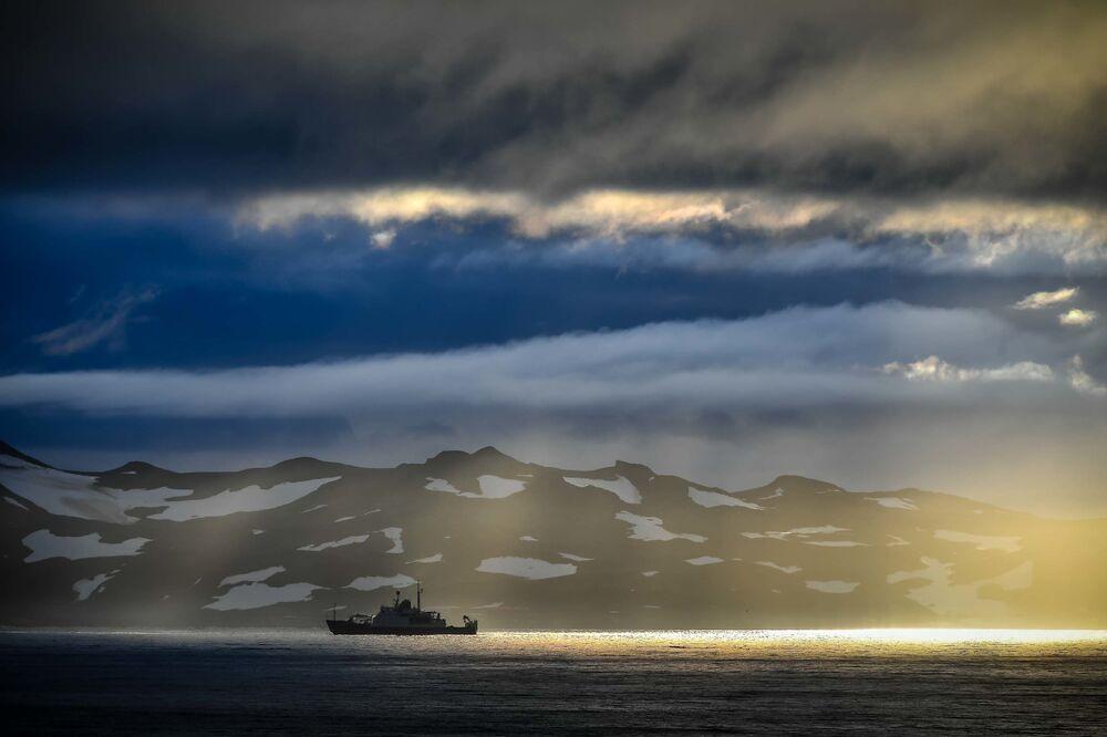 Průzkumná loď Admirál Vladimirskij na cestě z Montevidea do Antarktidy