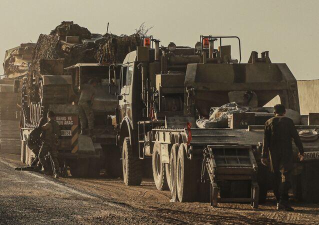 Turecká vojenská technika při cestě do Sýrie