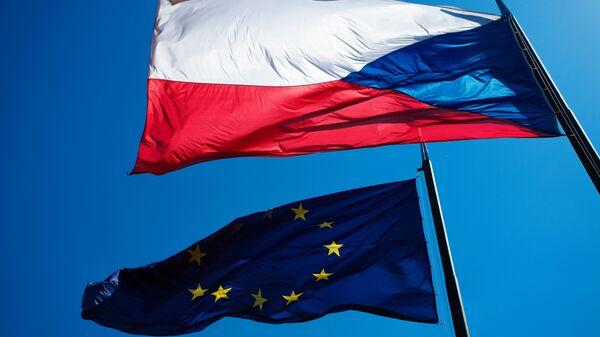 Vlajky EU a České republiky - Sputnik Česká republika