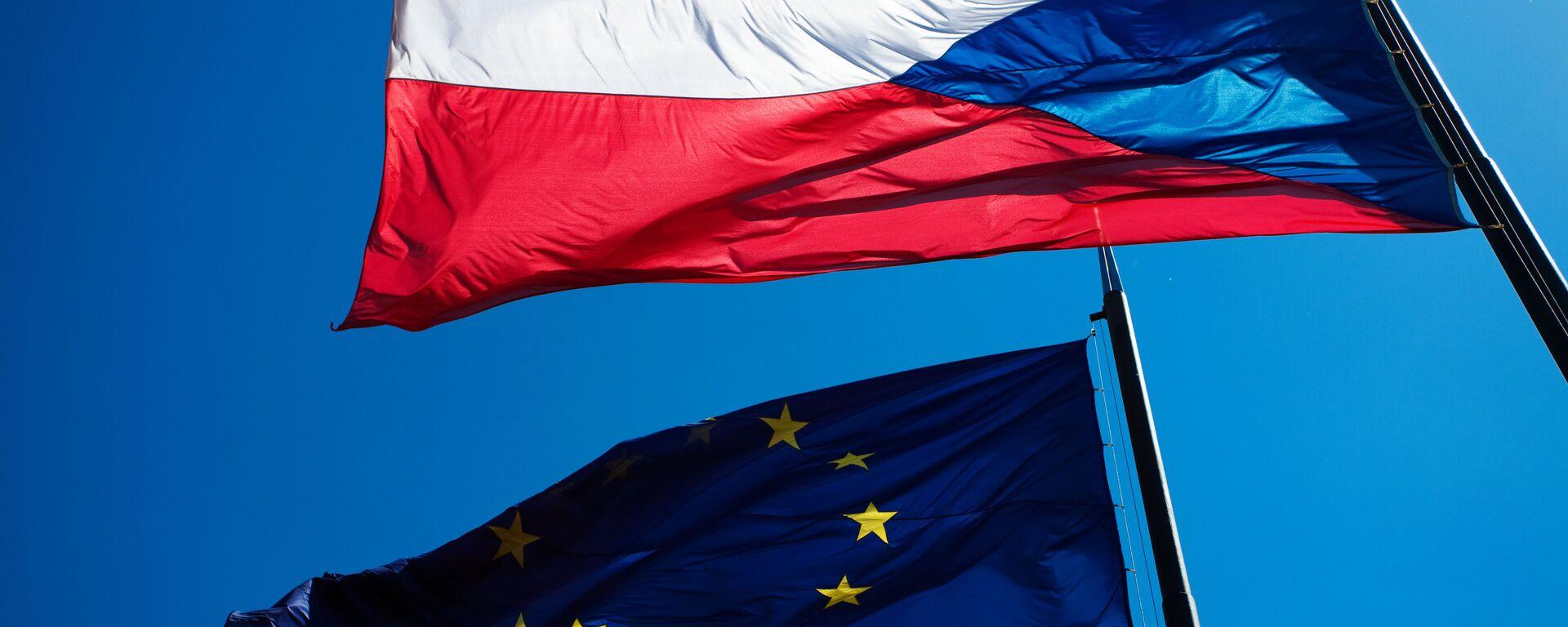 Vlajky EU a České republiky - Sputnik Česká republika, 1920, 01.05.2021