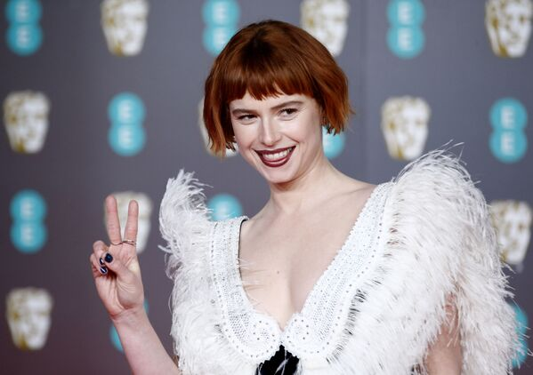 Herečka Jesse Buckley na červeném koberci BAFTA v Londýně - Sputnik Česká republika